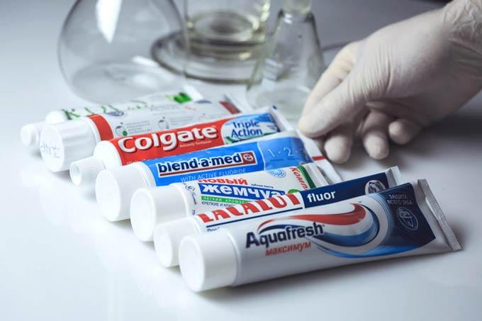 Vielzahl von Zahnpasten